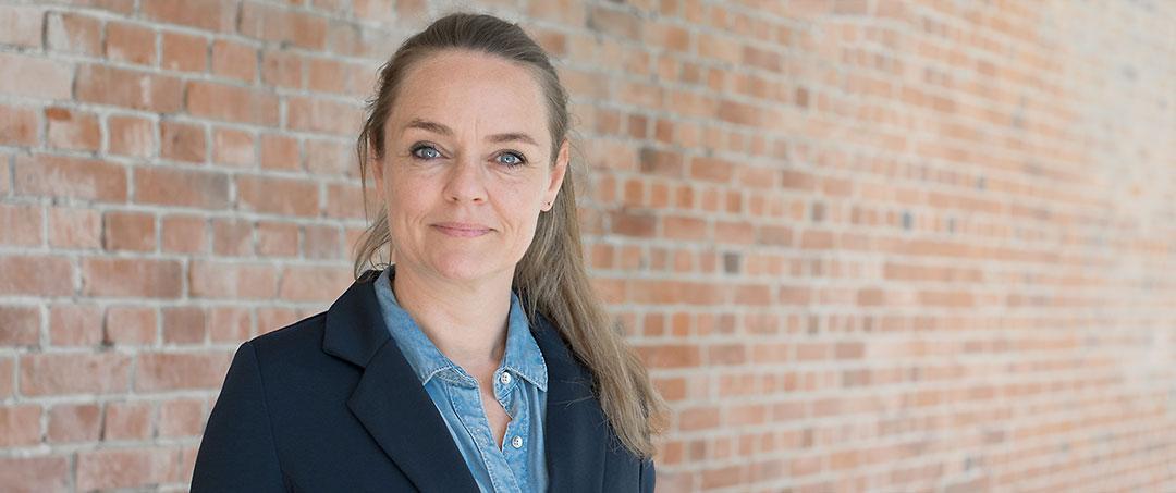 Lise Kjærgaard holder foredrag om udviklingsprocesser
